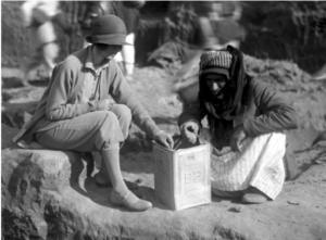 Katharine Elizabeth Woolley avec Sheikh Hamoudi Ibn Ibrahim, le chef des ouvriers très lié à Leonard