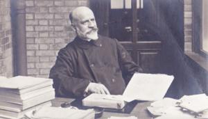 Vincent Scheil dans son bureau à la Sorbonne. (Archives dominicaines de la Province de France)